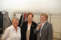 Drei Damen von der Garderobe